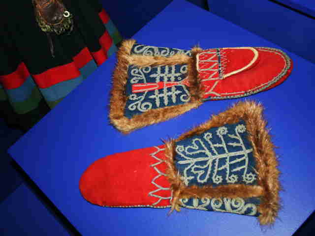 Southern Sami Mittens